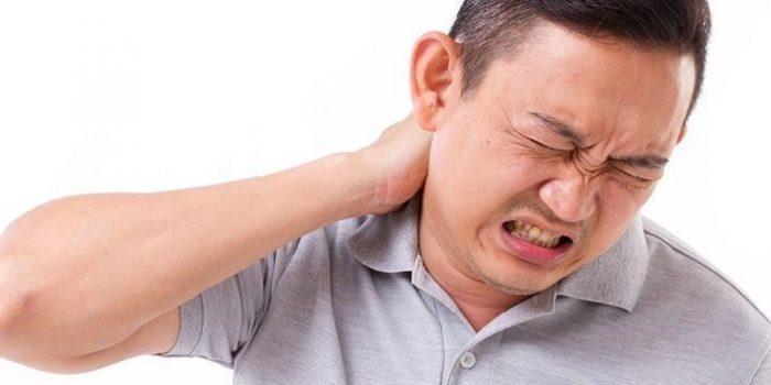 Leher Sakit Sebelah Kanan, Penyebab dan Cara Mengatasi